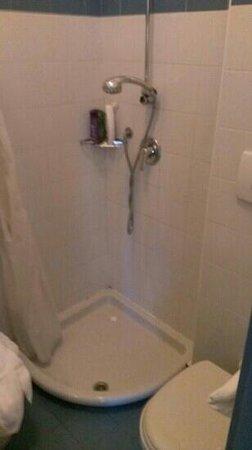 Hotel Residence Mediterraneo : doccia