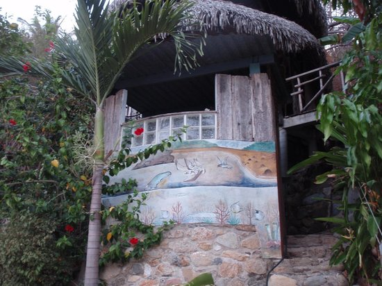 El Jardin Yelapa: the window you can see is the bathroom for casa banana