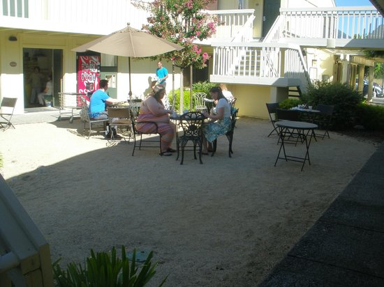 Comfort Inn Calistoga, Hot Springs of the West: Outside eating area