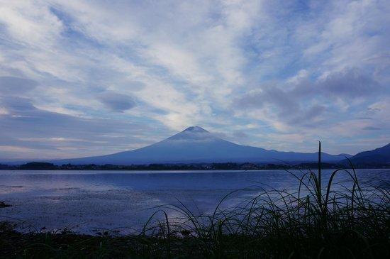 Lakeside Kawaguchiko Sunnide Resort: 早朝の富士山