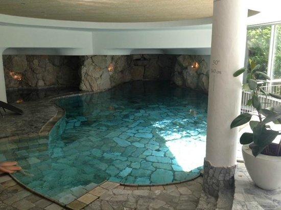 Hotel Corona La Magia dei Cristalli: Piscina e vasca idromassaggio