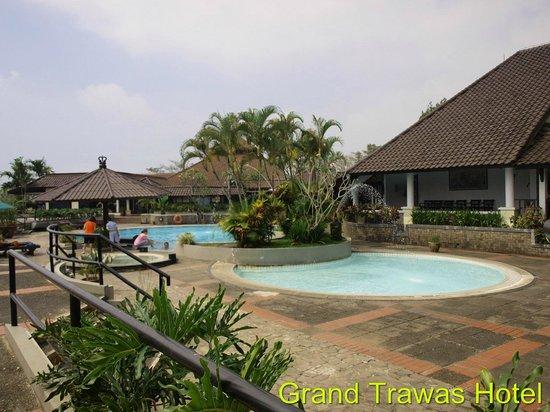 Grand Trawas Resort Mojokerto: Swimming Pool