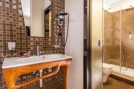 Class House: Bathroom