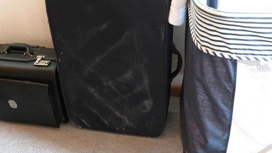 Sonnenwaldhotel: Koffer mit Staubresten