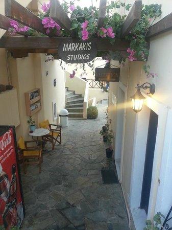 Markakis Studios Fira: Entry to studios