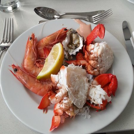 Sheraton Grand Mirage Resort, Gold Coast: Seafood in Terraces Restaurant - Oysters, Prawns and Crab