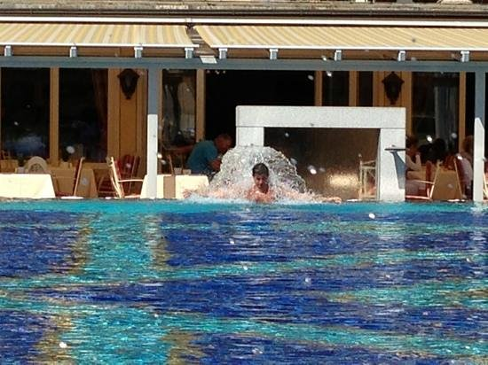 Aktiv & Spa-Resort Alpenpark: piscina con idromassaggio