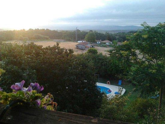 Casa Dos Muros: Vista de la piscina desde el balcón de la habitación