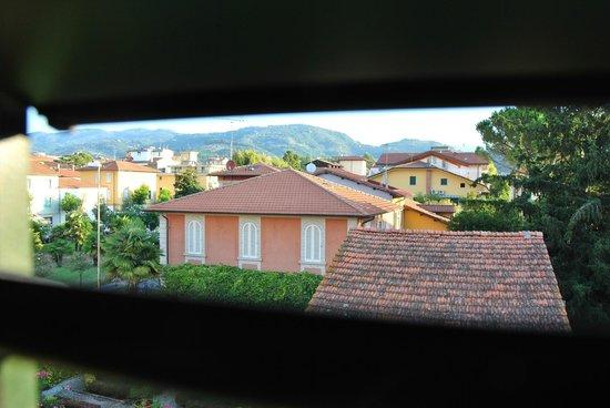 Hotel President: Вид из окна номера