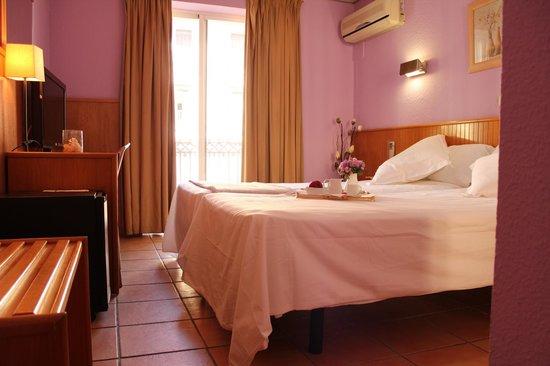 Mendez Nunez: Habitacion superior dos camas