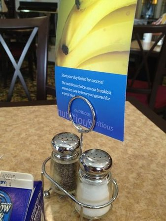 Holiday Inn Express Sharon/Hermitage: salt and pepper