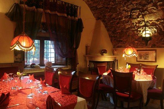 Sala interna con camino picture of al vecchio rifugio for Sala con camino