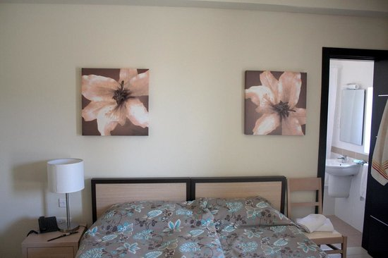 Hotel Kappara: Chambre (twin bedroom : 2 lits séparés, qu'on a rapproché)