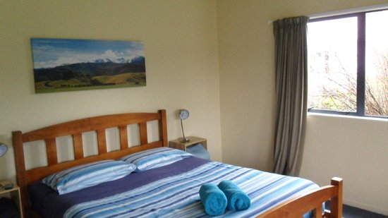 Jack in the Green Backpackers: Comfortable bed, beautiful picture (the one on the wall, not my picture :P)
