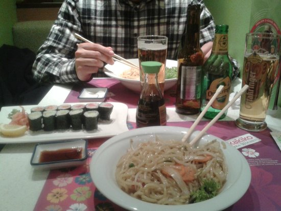 Akakiko: maki sushi y noodles