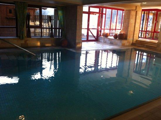 Alpin Juwel: indendørs pool