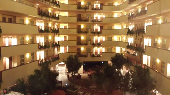 Embassy Suites by Hilton Albuquerque - Hotel & Spa : looking down at breakfast area