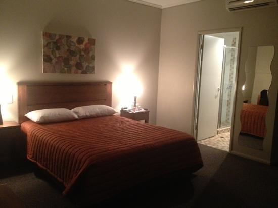 Coachman's Inn Warwick: room
