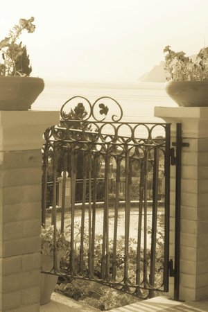 Dina's Paradise Hotel & Apartments: View and gate of Room 3