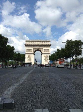 L'Empire Paris : Arc de Triomphe