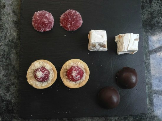 In Geuren en Kleuren: sweets with the coffee mmmm!