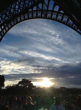 L'Empire Paris : Under the Eiffel Tower