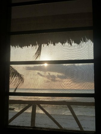 Upepo Boutique Beach Bungalows: Sunrise through the window from the bed!