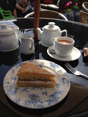Apple Tree Tea Rooms: Beautiful Victoria Sandwich