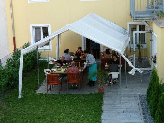 Andra Muenchen Hotel: esterno colazione