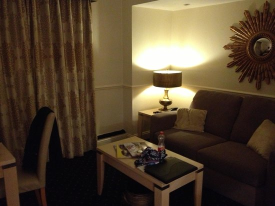 Collingham Serviced Apartments: Lounge
