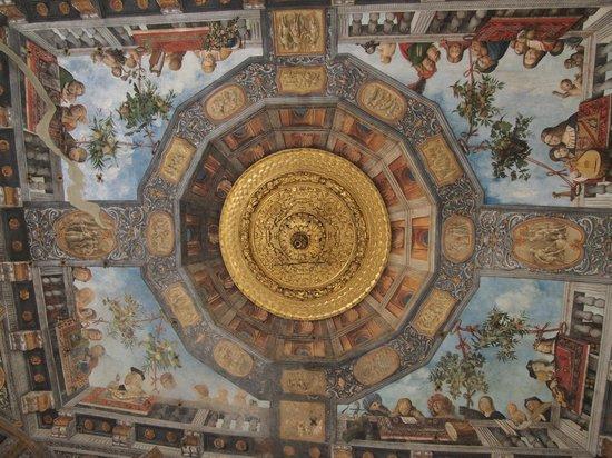Museo Archeologico Nazionale: La sala del tesoro di Palazzo Costabili (affreschi di Benvenuto Tisi detto il Garofalo)