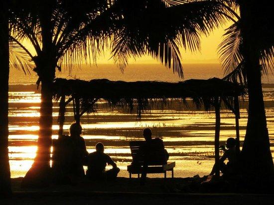 Nembrala, Indonesien: Beachfront watching the sunset