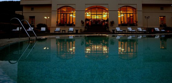 Hotel Paras Mahal: Pool Lounge