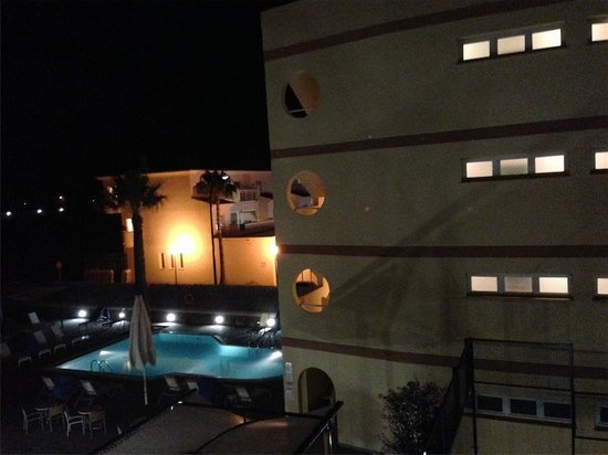Aparthotel & Hotel Isla de Cabrera : vista desde pasillo habitaciones, aparthhotel al fondo