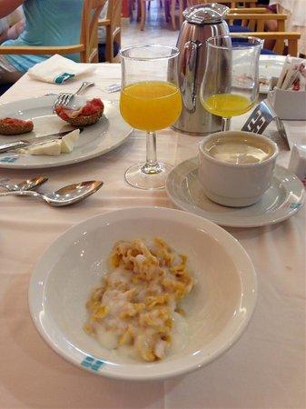 Aparthotel & Hotel Isla de Cabrera : buffet desayuno