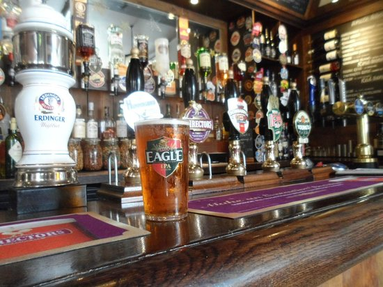 The Star Inn: Bar and Beer selection