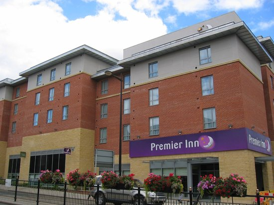 Premier Inn Lincoln City Centre Hotel: View of the hotel from the otherside of Broadgate.
