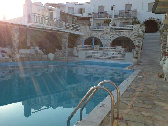 Sunset View: Vista piscina
