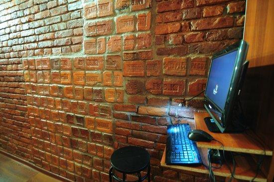 SSHostel On Nevskiy 130: Wi-Fi бесплатный. Если нет своего оборудования, пользуйтесь нашим.