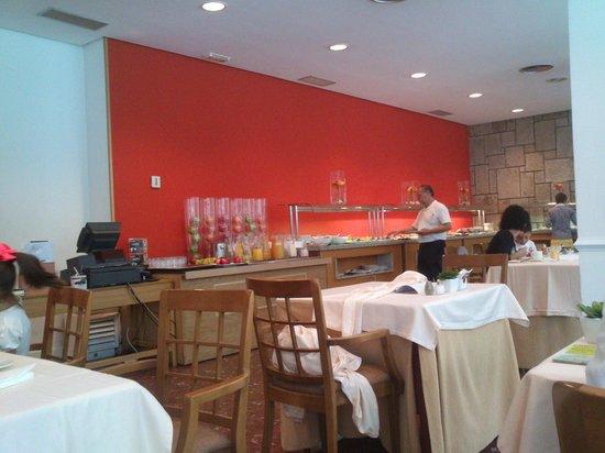 NH Hesperia Santiago Peregrino: Buffet desayuno