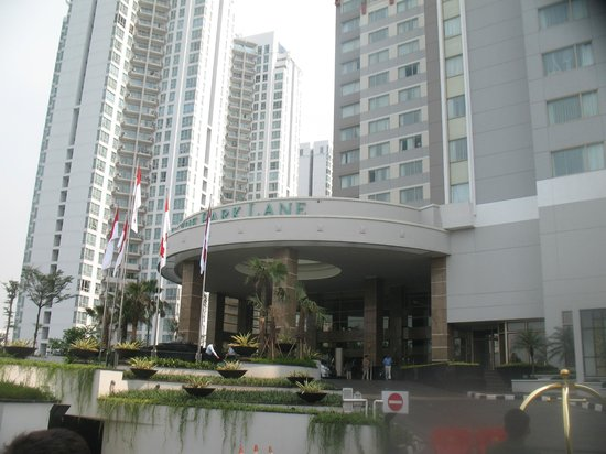 The Park Lane Jakarta: Front of hotel