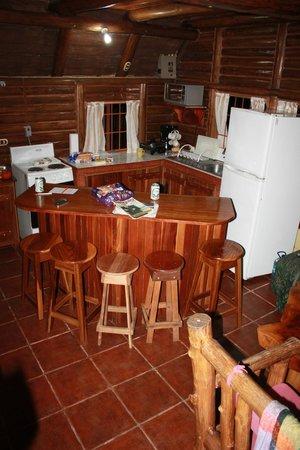 Cabanas Rusticas La Fortuna: Une petite cuisine fonctionnelle