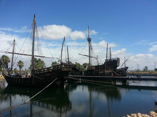 Muelle de las Carabelas: museum vd boten van columbus