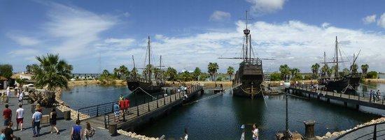 Muelle de las Carabelas: overzicht  vd boten van columbus