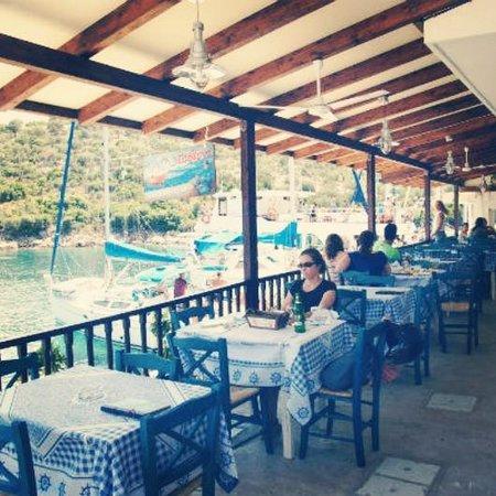 To Mouragio Fish Tavern