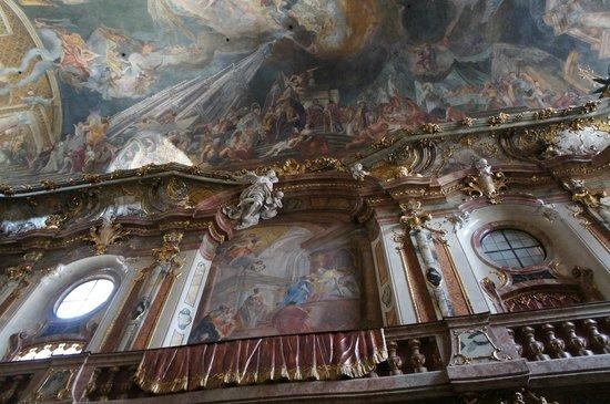 Церковь св. Иоанна Непомука (Азамкирхе): 内部祭壇