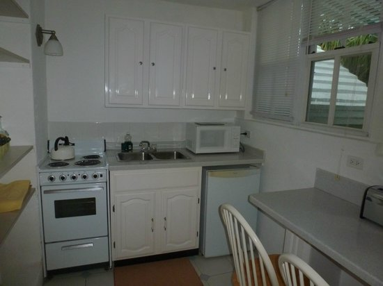 Edgehill Manor Guest House: Kitchen in my room