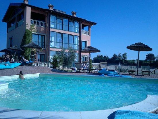 Bertoletta Village : Piscina e hotel