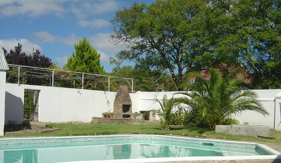 Villa Maria Guest House: The garden and swimming pool