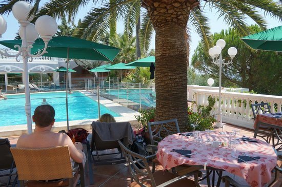 Le Domaine du Mirage: Pool area, doesn't have sea view